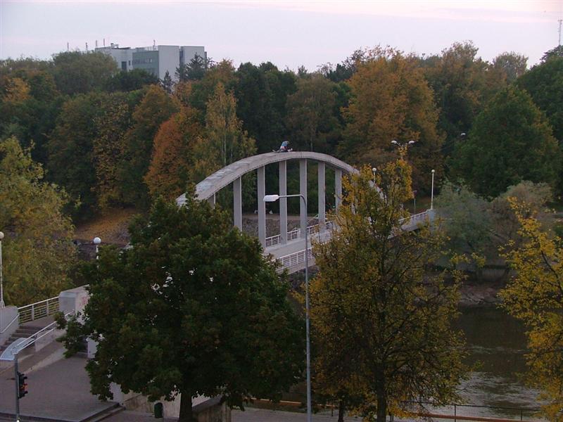 Iškyla ant tilto Tartu mieste…