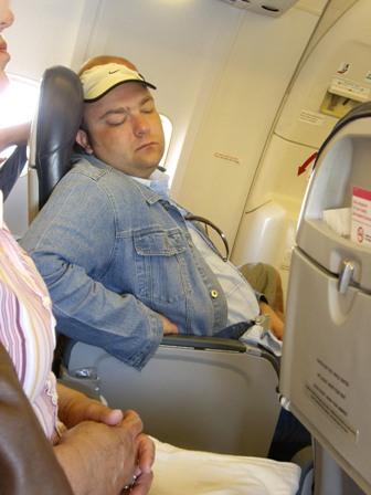 Kaip Ostapenka lėktuve miegojo..